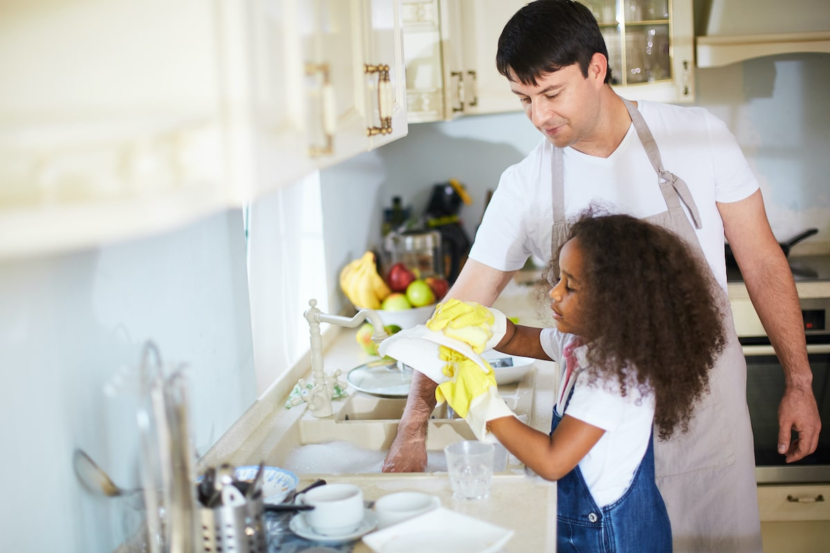 dad and little girl washing the dishes